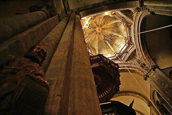 interior-catedral-de-santiago-de-compostela