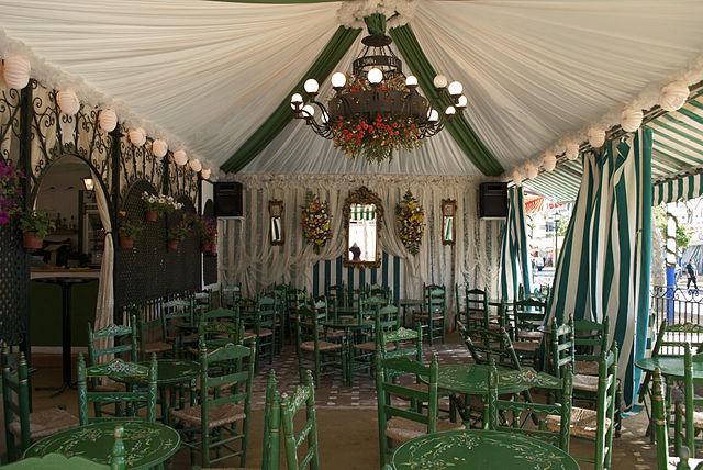 Interior de uma caseta na Feria de Abril e Sevilla