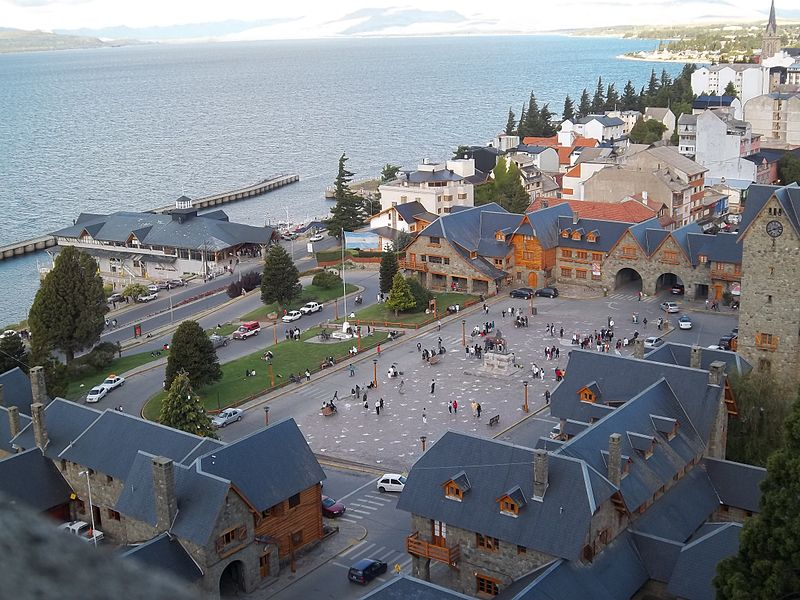 800px-Centro_Cívico_y_Puerto_San_Carlos_en_Bariloche