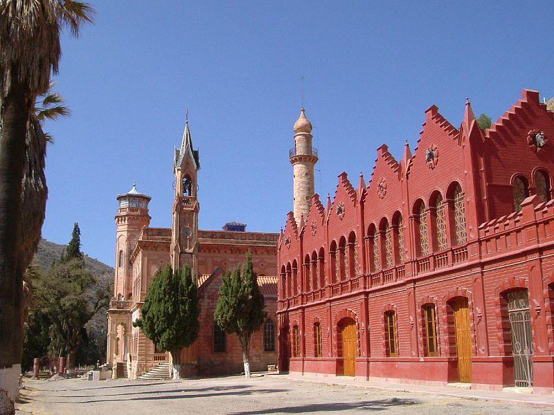 800px-Castillo_del_Principado_de_La_Glorieta_Sucre_Bolivia