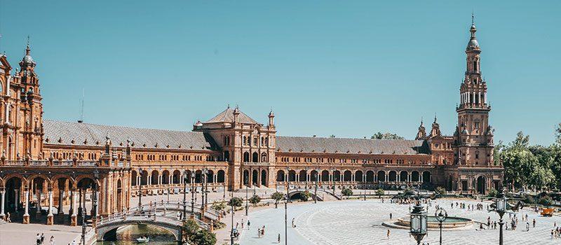 A Plaza España - Uma aula de arte, de história e de geografia.